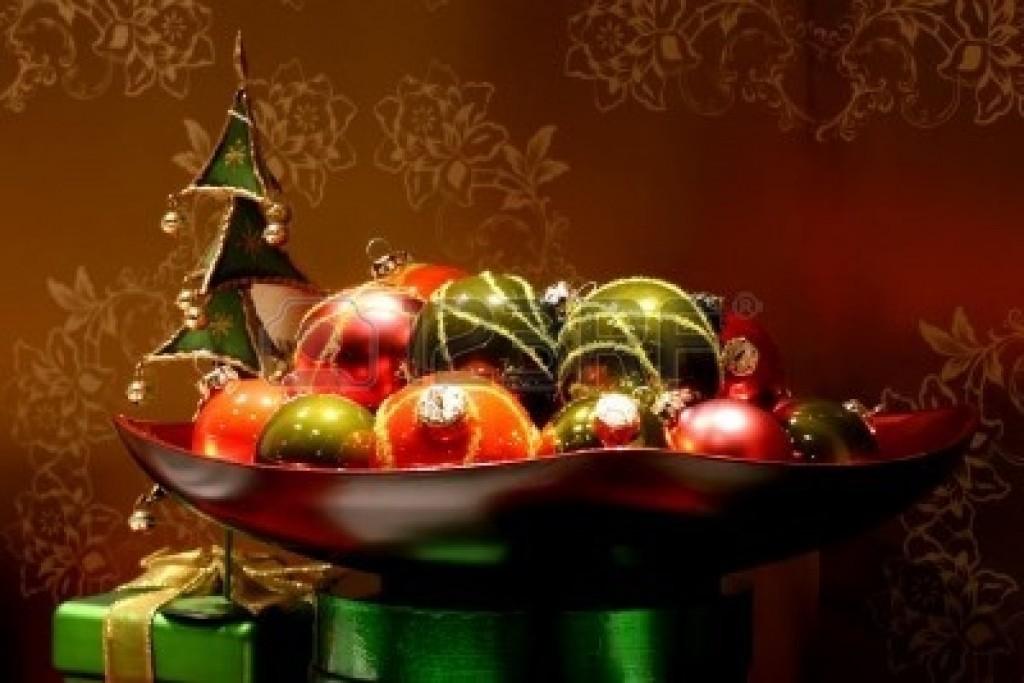 671916-chrismas-balls-christmas-decoration